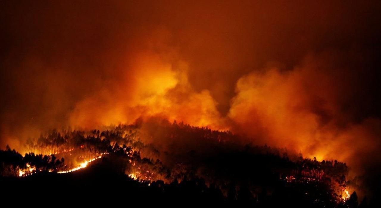 Un maggiore incendio forestale nelle adiacenze di Fatima, Portogallo, evoca le immagini della sua visione Infernale